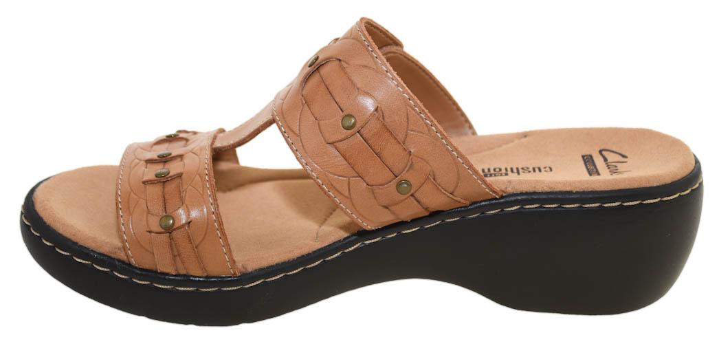 6869eca5f70a6 Details about Clarks Women's Delana Macrae Sandal Beige Style 26032